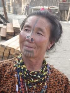 femme au visage tatoué_1